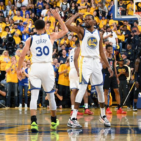 Stephen Curry Drops 38 as Kevin Durant, Warriors Dominate