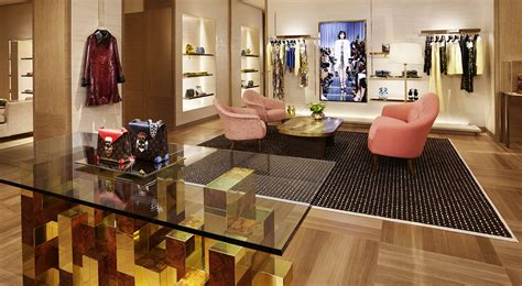 Louis Vuitton rouvre son magasin avenue Montaigne - LVMH